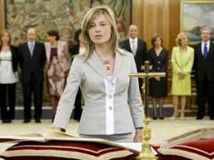Bibiana Aido jurando/prometiendo su cargo de ministra.