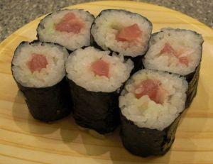 "Sushi preparado en forma de ""Makizushi"""