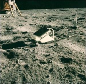 cuando en La Tierra no quede ni rastro nuestro estos restos seguirán permaneciendo millones de años en La Luna