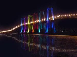 Aqui el puente Rafael Urdaneta.  Tiene el juego de luces más grande de toda latinoamérica y el tercero más grande de todo el mundo.