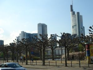 Frankfurt desde el otro lado del río Main