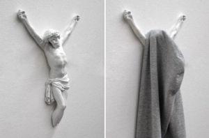 Bien pensado, toda religión tiene su parte útil... perdón, ¿dónde dejo el abrigo?